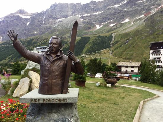 Statua a Mike Bongiorno  - Breuil-cervinia (1009 clic)