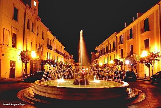 Luci ed ombre in piazza Roma. - Piedimonte matese (2503 clic)