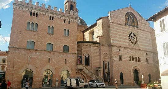 Il Duomo - Foligno (785 clic)