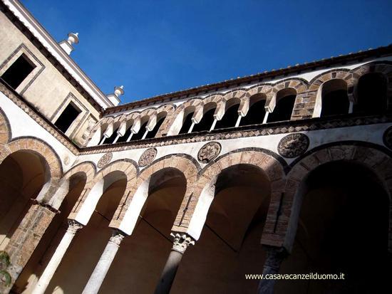 IL Duomo di Salerno - Particolare del quadriportico (3374 clic)