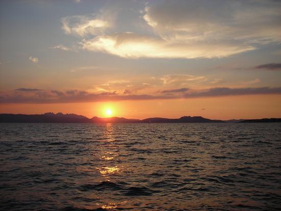 Tramonto dall'isola di Spargi Arcipelago di La Maddalena (3040 clic)
