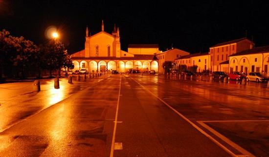 la Piazza dei Madonnari - Le grazie di curtatone (2052 clic)