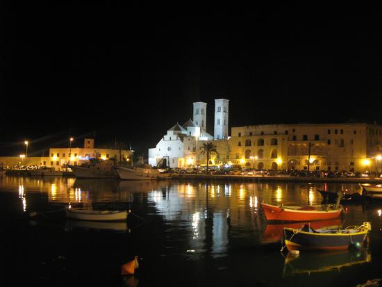 molfetta notturna del porto - MOLFETTA - inserita il 26-Apr-11