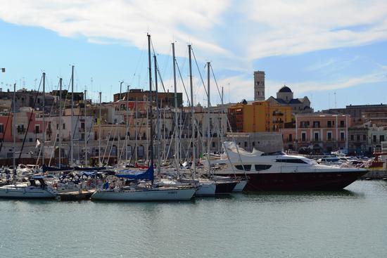 Bisceglie....Porto turistico (386 clic)