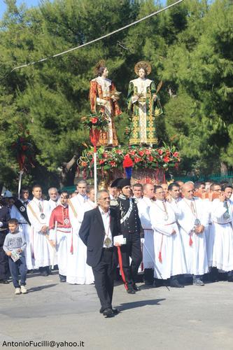 Processione dei Santi Medici Cosma e Damiano...domenica 2 settembre 2011....centenario della beatificazione - Ruvo di puglia (1223 clic)