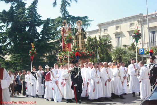 Processione dei Santi Medici Cosma e Damiano...domenica 2 settembre 2011....centenario della beatificazione - Ruvo di puglia (1290 clic)