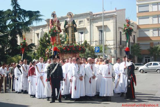 Processione dei Santi Medici Cosma e Damiano...domenica 2 settembre 2011....centenario della beatificazione - Ruvo di puglia (1973 clic)