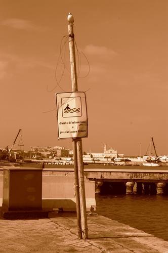 uno scorcio del porto di molfetta (1115 clic)