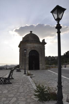 Edicola votiva della Madonna del Soccorso - Mussomeli (3325 clic)
