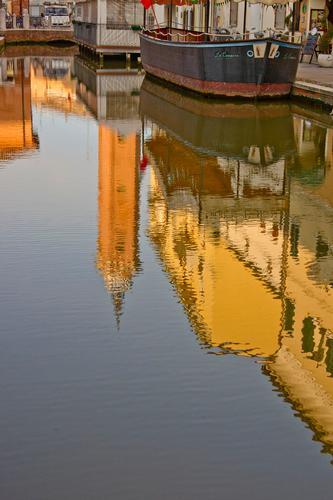 Riflessi nel canale della piccola Venezia  Comacchio  (805 clic)