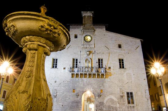 Piazza di Cagli (4780 clic)