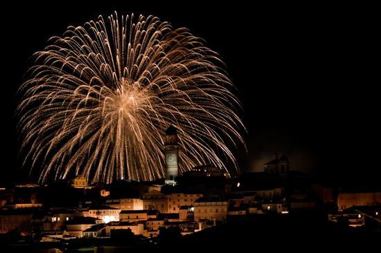 Fuochi d'artificio sopra la Torre di Macerata (3982 clic)
