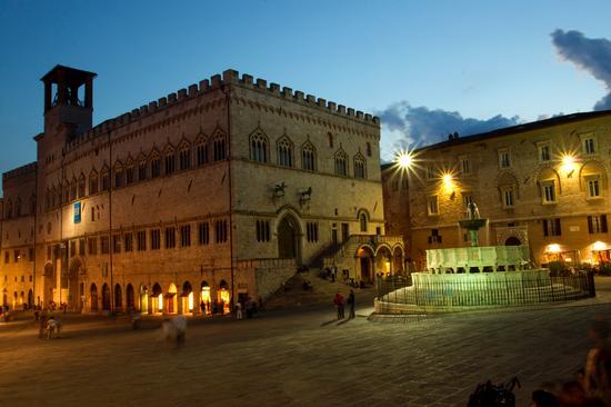Piazza IV Novembre Perugia (7405 clic)