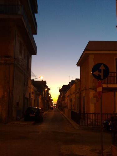 tramonto su Via Roma - Pozzallo (3502 clic)