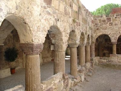 LIPARI - chiostro benedettino della Basilica Cattedrale. (5895 clic)