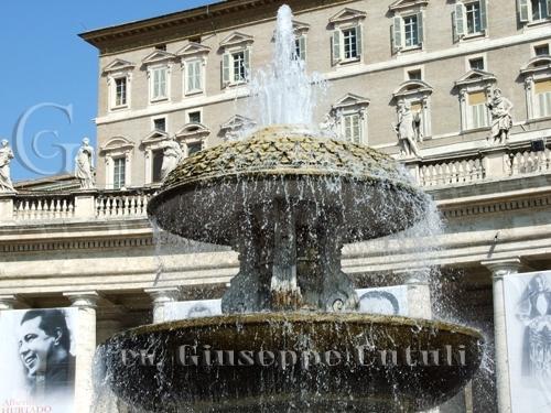 Piazza San Pietro - ROMA - inserita il 18-Jun-08