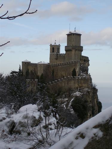 Fiabesca torre sanmarinese(RSM) - San marino (1939 clic)
