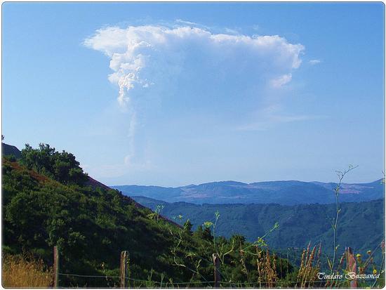 Eruzione dell'Etna vista da Gioiosa Marea - Nebrodi (3015 clic)