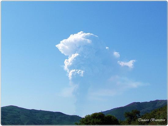 Eruzione dell'Etna vista da Gioiosa Marea - Nebrodi (2511 clic)