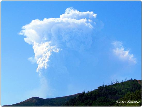 Eruzione dell'Etna vista da Gioiosa Marea - Nebrodi (2403 clic)
