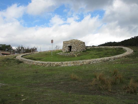 Tholos, antica costruzione per pastori - San piero patti (3011 clic)