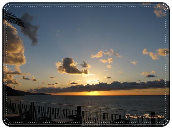 Al Canapè,sullo sfondo Capo d'Orlando - GIOIOSA MAREA - inserita il 20-Dec-10