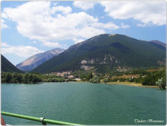 Il lago Barrea e i Monti della Marsica - Villetta barrea (1833 clic)