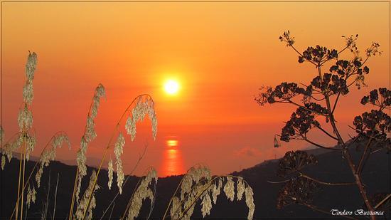 Tramonto a Gioiosa Marea, sullo sfondo Capo D'Orlando (2804 clic)