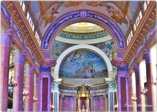 L'interno del Santuario di Maria Santissima del Tindari (2924 clic)