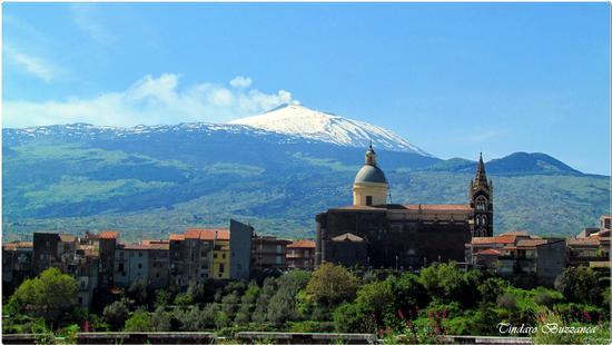 La chiesa di San Martino con l'Etna sullo sfondo - Randazzo (1860 clic)