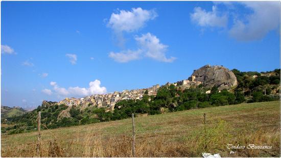 Panorama con la rocca - Sperlinga (2201 clic)