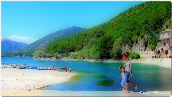 A passeggio sul lago - Scanno (2073 clic)