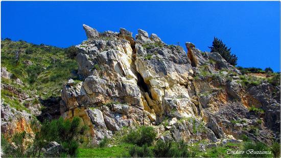 Le rocche rosse nei pressi  delle cascate del Catafurco - Galati mamertino (2572 clic)