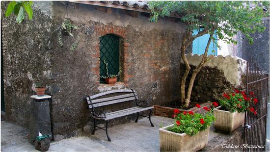 Casetta in pietra lavica - Milo (2617 clic)