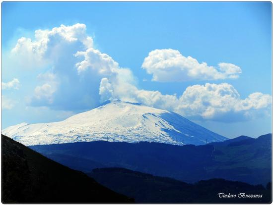 L'Etna vista dalle colline di Gioiosa Marea (2298 clic)