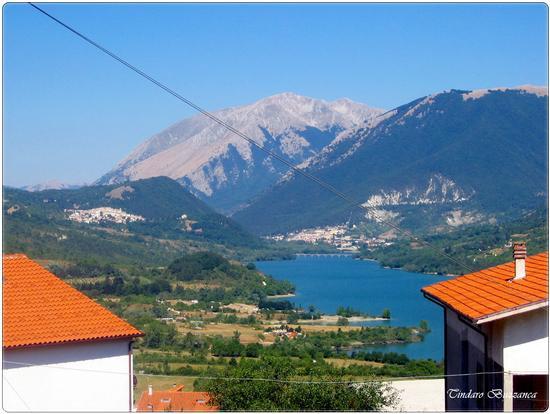 Lago Barrea, sullo sfondo Villetta Barrea e Civitella Alfedena - Parco nazionale d'abruzzo (1486 clic)