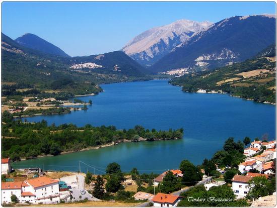 Lago Barrea, sullo sfondo Villetta Barrea e Civitella Alfedena - Parco nazionale d'abruzzo (2830 clic)