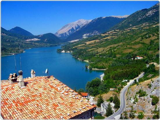 Lago Barrea, sullo sfondo Villetta Barrea e Civitella Alfedena - Parco nazionale d'abruzzo (2889 clic)