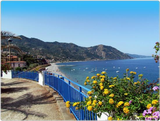 La spiaggia vista dal Belvedere - Gioiosa marea (2821 clic)