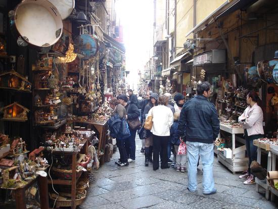 Passeggiata Natalizia in via San. Gregorio Armeno a Napoli (6224 clic)