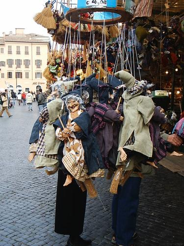 La befana vien di notte con le scarpe tutte rotte.... - Roma (1629 clic)