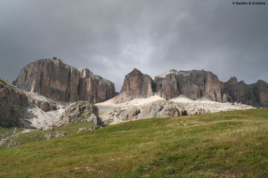 Sass Pordoi 2.950 mt. dal Passo Pordoi - Canazei (3681 clic)