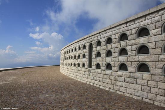 Sacrario Militare sul Monte Grappa - Borso del grappa (5142 clic)