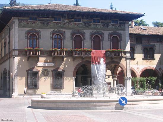 Rovereto - Piazza Rosmini (3252 clic)