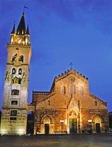 il duomo al crepuscolo - Messina (3826 clic)