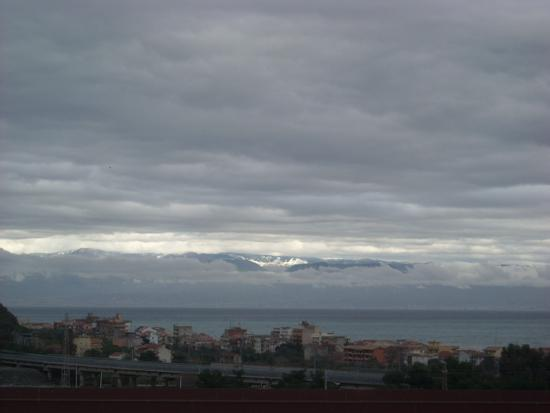 Lontano Aspromonte - Nizza di sicilia (3048 clic)