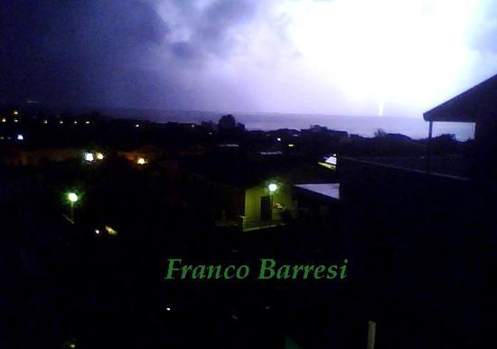 Nizza di Sicilia, fulmine in mare. (2030 clic)