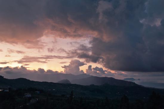 Tramonto, Pioggia, Nuvole e Vento - Termini imerese (2076 clic)