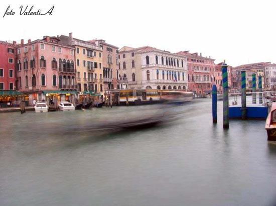 Gondola.... su canal grande - VENEZIA - inserita il 21-Dec-10
