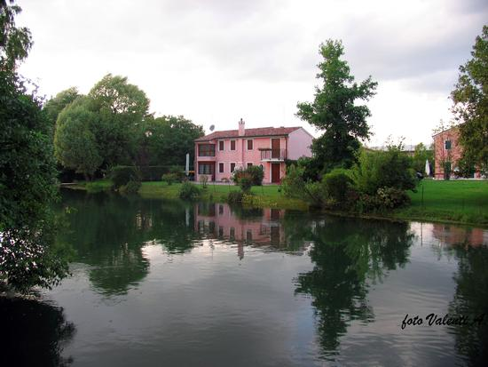 Treviso, Casa rosa sul sile (2943 clic)